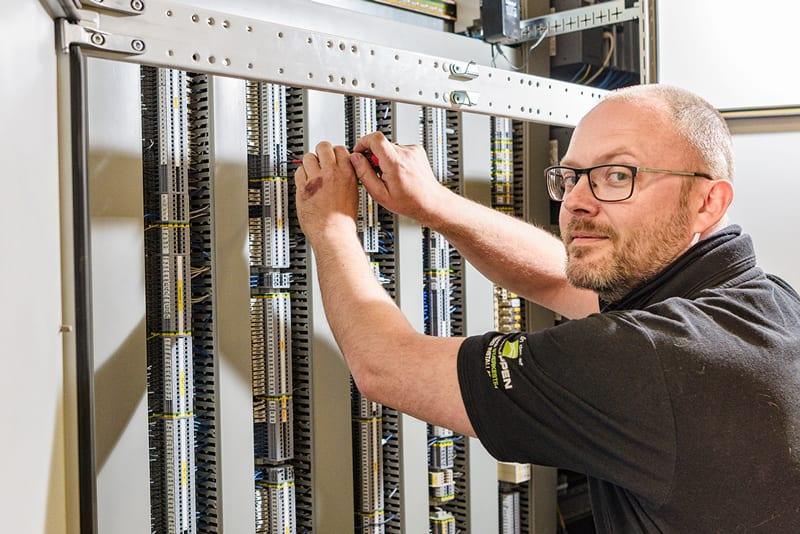 Dataskab elektriker