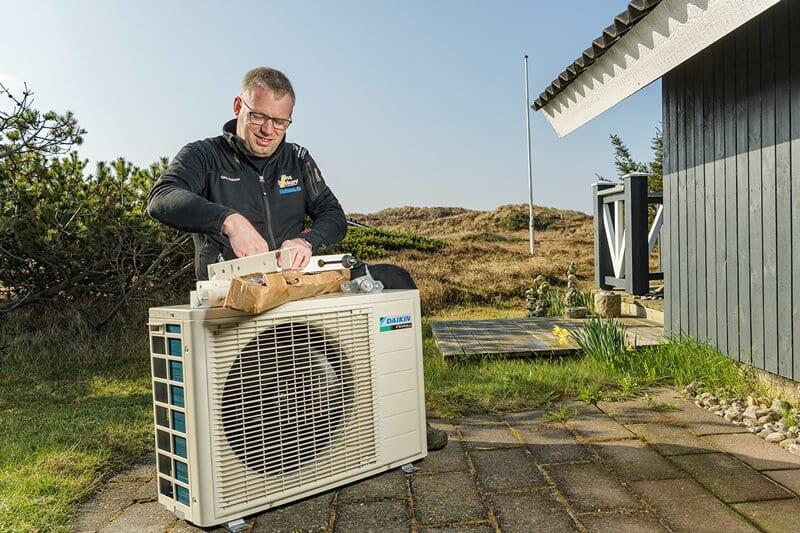 Montering af varmepumpe udedel